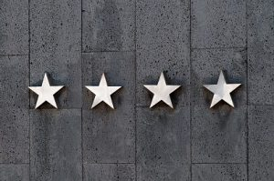 checking restaurants star ratings and reviews